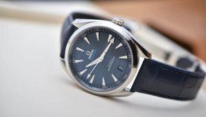 Foto de um relógio Omega